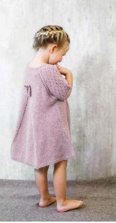 Magasin: Alpakka Kids - Køb billigt her Toddler Fashion, Toddler Outfits, Kids Outfits, Kids Fashion, Knit Baby Dress, Baby Cardigan, Knitting For Kids, Baby Knitting, Knit Baby Sweaters