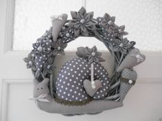 Grey wreath with snail (Tilda)