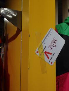 #Abnutzung #Instandsetzung #Reparatur #Beschaedigung #Schaden #Sanierung #Reklamation #Oberflaeche #Lack #Eloxal #Aluminium #Pulverbeschichtung #Komplettlackierung #Lackierung #Metall #Holz #Naturstein #Kunststein #Kunststoff #Shop #Einrichtung #Ausstellung #Gewerblich #Tresen #Showroom #Store #Verkaufsflaeche #Regale #Tisch #Decke #Wand #Boden Kratzer Druckstelle Farbunterschied Abplatzung Bohrloch #Inneneinrichter #Renovierung #Einbau #Umbau #Innenraum #entfernen #beseitigen #Spezialist