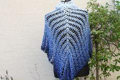 Dreieckstücher - Tuch weiß hellblau blau gehäkelt Schal Mode - ein Designerstück von trixies-zauberhafte-Welten bei DaWanda