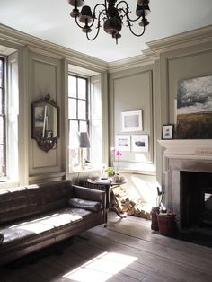 Great Snap Shots traditional Fireplace Remodel Concepts beautiful Georgian living room with fabulous mouldings and fireplace mantel Modern Georgian, Georgian Style Homes, Georgian Townhouse, Georgian Kitchen, Fireplace Remodel, Fireplace Mantel, Fireplace Ideas, Georgian Fireplaces, Glamour Living Room