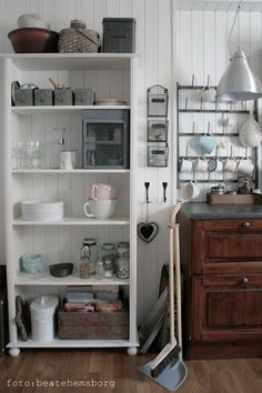 beatehemsborg: Kjøkken China Cabinet, Bookcase, Interior Design, Storage, Kitchen Ideas, Furniture, Home Decor, Nest Design, Purse Storage