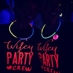 T-SHIRT PARTY - addio al nubilato T-shirt personalizzate per festeggiare con stile! T-shirt personalizzate per addio al nubilato con stampa fluo! Disponibile in diversi colori e modelli. Dress your style! Felpe, t-shirt, polo, canottiere personalizzabili con grafica e testi per i tuoi eventi; feste a tema, addio al nubilato/celibato, compleanni, party! Questa è il modello WIFEY CREW.