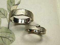 * wedding rings   oogst-sieraden * Trouwringen * Witgouden ring met structuur * * Witgouden ring met structuur en 0,03 crt diamant * Maatwerk *