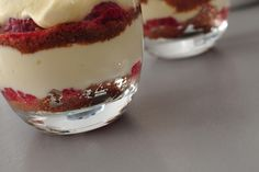 Tiramisu aux framboises et spéculoos Dessert Cups, Chocolate Fondant, Love Food, Panna Cotta, Brunch, Food And Drink, Cooking Recipes, Pudding, Deserts