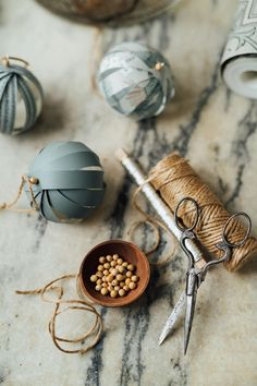 We at Boråstapeter have partnered with photographer and stylist Malin Mörner to produce a series of fabulous Christmas decorations that you can create with wallpaper. Homemade Christmas, Simple Christmas, Christmas Time, Christmas Crafts, Christmas Ornaments, Christmas Trends, Xmas, Christmas Fashion, Vintage Christmas