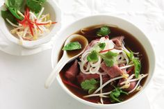 Pho (Vietnamese beef noodle soup) - Delicious and surprisingly easy!