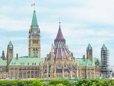 Edifice central du Parlement du Canada - Ottawa, Ontario, Canada #blog #life #lifestyle #voyage #travel #trip #citytrip #expat #expatlife #Parlement #ParlementduCanada #CollineduParlement #Parliament #ParliamentHill #BoulevardDeLaConfédération #ConfederationBoulevard #Ottawa #Ontario #Canada http://mamzelleboom.com/2015/07/29/visiter-ottawa-ontario-gatineau-quebec-capitale-du-canada-en-un-week-end-de-2-jours/
