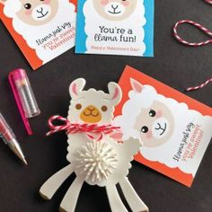 Adorable Printable Llama Valentines - Inspiration Made Simple Fun Crafts For Kids, Art For Kids, Money Bouquet, Sock Cupcakes, Activity Cube, Rainbow Loom Bands, Cupcake Tutorial, Softie Pattern, Alice In Wonderland Birthday
