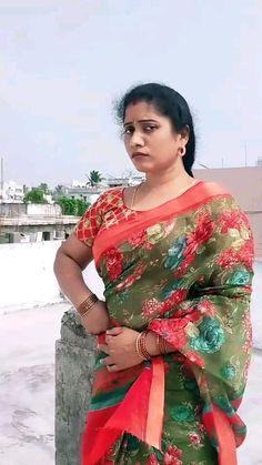 Beauty Full Girl, Beauty Women, Aunty In Saree, Indian Girls Images, Indian Beauty Saree, India Beauty, Ant, Beautiful Roses, Telugu