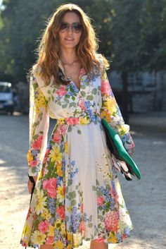 Style du Jour - Street Style from Paris Fashion Week - Discover More Street Style - ELLE Floral Fashion, Look Fashion, Fashion Beauty, Vintage Fashion, Fashion Week Paris, Spring Fashion, Fashion 2014, Womens Fashion, Cute Dresses