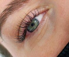 Natural Fake Eyelashes, Perfect Eyelashes, Fake Lashes, Natural Looking Eyelash Extensions, Eyelash Extensions Classic, Lash And Brow Tint, Beauty Lash, Aesthetic Makeup, Natural Light