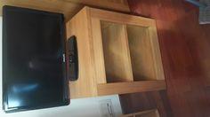50€ Coru Mueble de televisor de madera maciza con ruedas se desplaza muy facil. Nuevo sin ningún rascazo. Dimensiones de 57.5 largo, 46 ancho , 65 alto(cm)