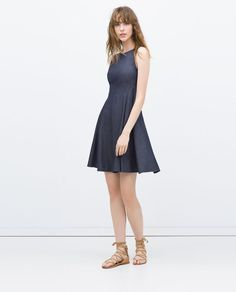 Pin for Later: 14 Vêtements Parfaits Pour un Été Stylé au Bureau  Zara Robe de Coupe Patineuse en Denim (40€)