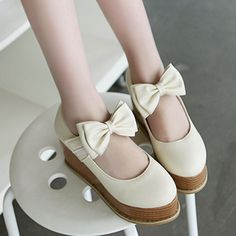 Thick crust slope shoes with bow