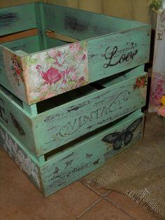 Cajon Decapado Decoupage Box, Decoupage Vintage, Vintage Crafts, Wood Crates, Wood Pallets, Pretty Storage Boxes, Fabric Covered Boxes, Apple Crates, Fruit Box