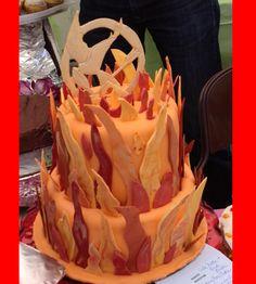 Cool Hunger Games cake! Hunger Games Cake, Hunger Games Party, Birthday Party Themes, Birthday Ideas, Birthday Cake, Theme Ideas, Party Ideas, Take The Cake, Wedding Games