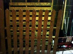 DIY Picket Fence from a pallet - easy! #garden