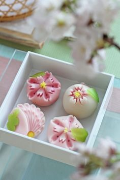 Japanese sweets - Wagashi, double cherry blossoms.        Wayyyyyy to pretty to eat