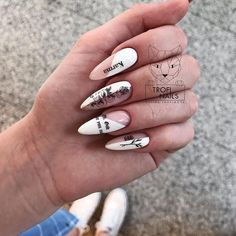 Prized by women to hide a mania or to add a touch of femininity, false nails can be dangerous if you use them incorrectly. Types of false nails Three types are mainly used. Cute Acrylic Nails, Neon Nails, Cute Nails, Minimalist Nails, Nail Swag, Stylish Nails, Trendy Nails, Stiletto Nails, Coffin Nails