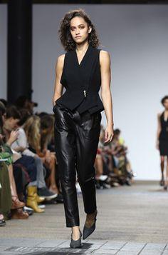 4822b742e5f2 10 трендов весны и лета 2017 с Недели моды в Лондоне   Marie Claire Мода Для