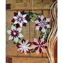 Скоро Новый год! Пора украшать любимое пространство :))) Венок с рождественскими цветами. Фьюзинг