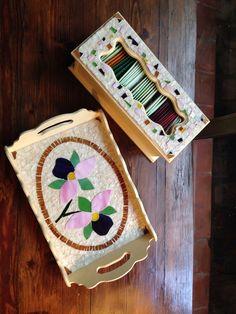 Bandeja y caja de te. Diseño orquídeas . Realizada con madera y vidrio. Técnica de corte y mosaico