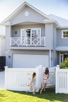 This beautiful home in Brisbane has been custom designed to suit a young family, in both style and lifestyle. Photography: Elouise Van Riet Gray www. Exterior Color Schemes, Exterior House Colors, Exterior Design, Die Hamptons, Hamptons Style Homes, Weatherboard House, Queenslander, Style At Home, Grey Houses