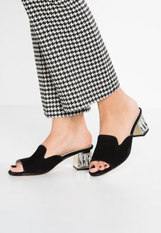 Pedir Dune London MISHA DI - Sandalias - black por 67,95 € (5/02/18) en Zalando.es, con gastos de envío gratuitos. Mules Shoes, Shoes Sandals, Heels, London Shoes, Kinds Of Shoes, Trendy Shoes, Luxury Shoes, Girls Shoes, Leather Sandals