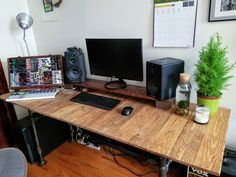 New DIY desk, I can finally fit my music stuff comfortably - Imgur