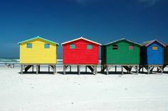 Cabines aux 4 couleurs en Afrique du Sud Floating House, Photos Voyages, Beautiful Places To Travel, Color Of Life, Coastal Living, House Painting, Belle Photo, Art And Architecture, Seaside