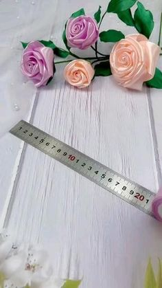 Diy Lace Ribbon Flowers, Making Fabric Flowers, Paper Flowers Craft, Diy Ribbon, Ribbon Crafts, Paper Roses, Flower Crafts, Flower Making, Diy Crafts For Gifts