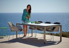 BREEZE krzesła ogrodowe Cane-line. Szary kolor plecionki Weave®. Design: Strand+Hvass