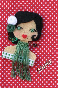 ♥ Fietro ♥ Doll Crafts, Sewing Crafts, Felt Keychain, Felt Crafts Patterns, Felt Wreath, Barrettes, Felt Brooch, Brooches Handmade, Wool Applique