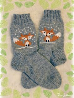 Knitting Socks Fox 27 New Ideas Knitting Charts, Baby Knitting Patterns, Knitting Socks, Hand Knitting, Christmas Knitting, Knitted Christmas Stockings, Fox Socks, Crochet Fox, Baby Kind