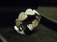 Eternelle in Oro Bianco con Cuori a Pavè di Diamanti taglio Brillante