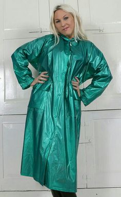 Vinyl Raincoat, Plastic Raincoat, Pvc Raincoat, Green Raincoat, Raincoat Jacket, Rain Jacket, Imper Pvc, Rain Fashion, Rubber Raincoats