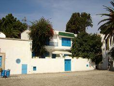 #magiaswiat #podróż #zwiedzanie #targoui #blog #afryka  #tunezja #sousse #sidibousaid #morze #srodmiejskie #statki #medina #suk #katakumby #niebieskiemiasto #monastyr #mauzoleum # fort #medina #port #elkantaoul #flamingi #tunis #kartagina #hergla #meczet Sidi Bou Said, Garage Doors, Mansions, House Styles, Outdoor Decor, Blog, Home Decor, Sousse, Decoration Home