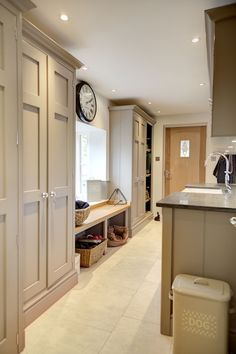 COLOUR - A shining example of how the once overlooked boot room is now taking pride of residence in the modern country home! Mudroom Laundry Room, Laundry Room Design, Mudroom Cabinets, Bench Mudroom, Orangerie Extension, Boot Room Utility, Utility Room Designs, Utility Room Ideas, Utility Room Storage