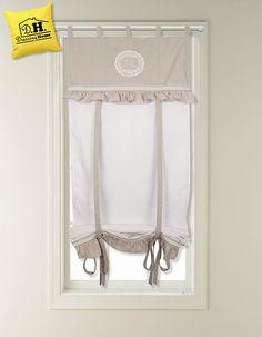 """La graziosa tenda finestra 60x160 cm della collezione """"Semplicemente shabby"""" in un delicato colore grigio perla."""