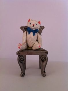 My first Hantel model, a gift from my husband Phil in the late 1980s. Victorian White Cat with blue bow.