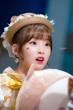 Choi Ye Won - Oh My Girl (Arin) South Korean Girls, Korean Girl Groups, Arin Oh My Girl, Sweet Girls, Flower Crown, Mini Albums, Kpop Girls, Asian Girl, Disney Princess