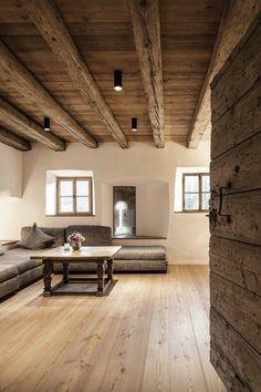 60 Awesome Farmhouse Flooring Design Ideas And Decor 57 farmhouse Chalet Design, Interior Architecture, Interior And Exterior, Residential Architecture, Casa Hotel, Farmhouse Flooring, Wood Flooring, Interior Decorating, Interior Design