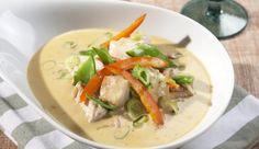 Unsere Hähnchen-Thai-Suppe setzt mit leckerer Kokosmilch und einem Schuss Limettensaft exotische Akzente