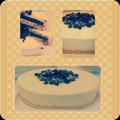 Mousse chocolate blanco con palet de arándanos..