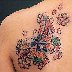 41 ideas origami tattoo flower art for 2019 Mini Tattoos, Flower Tattoos, Body Art Tattoos, Small Tattoos, Sleeve Tattoos, Origami Instructions Dragon, Small Japanese Tattoo, Origami Owl Bracelet, Crane Tattoo