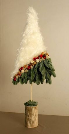 Pin by Audrey Collins on Diy christmas ornaments How To Make Christmas Tree, Christmas Tree Crafts, Handmade Christmas Decorations, Christmas Centerpieces, Modern Christmas, Christmas Projects, Xmas Decorations, Holiday Crafts, Christmas Holidays