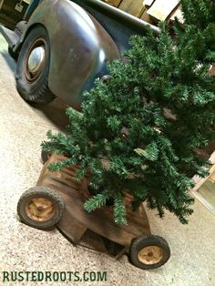 Upcycled Lawn Mower Christmas Tree Stand #RustedRoots #Upcycled #Christmas