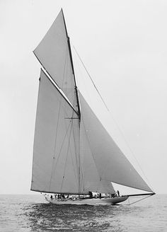 """Reliance"", 1903 Winner of the America's Cup against ""Shamrock III"""