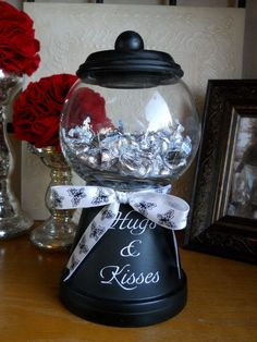 Terra Cotta Pots + Glass Bowl From The Dollar Store + Spray Paint + A Cute Bow! What A Great Gift To Make (homemade valentine gifts gumball machine) Dollar Store Crafts, Dollar Stores, Cute Crafts, Crafts To Make, Craft Gifts, Diy Gifts, Bubble Gum Machine, Clay Pot Crafts, Diy Clay